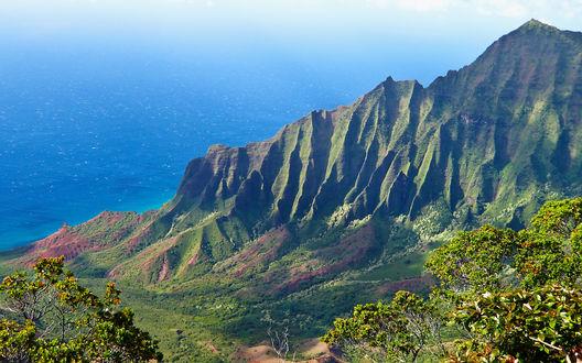 Обои Высокие горы, а за ними голубое море