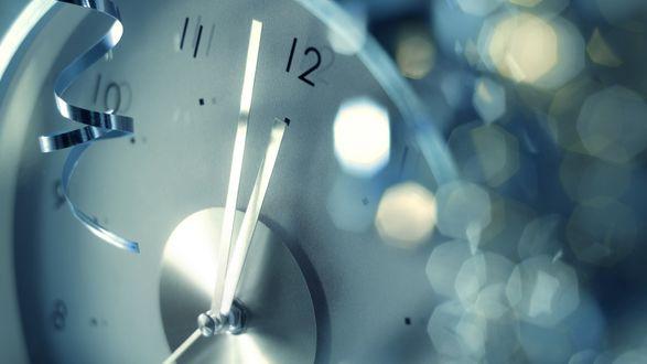Обои Часы показывают без пяти двеннадцать, в ожидании нового года