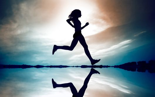 Обои Девушка на пробежке
