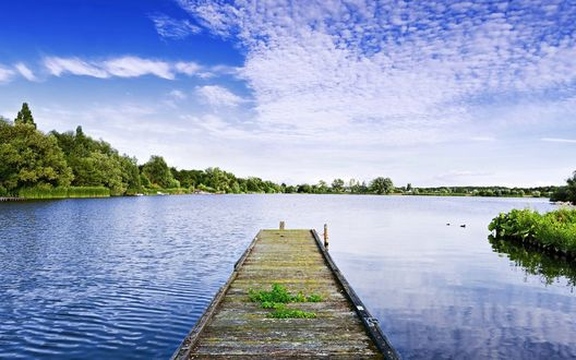 Обои Деревянный причал на озере