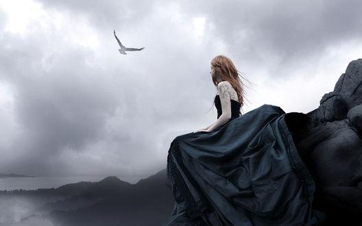 Обои Девушка сидит на утёсе, наблюдая за полётом орла