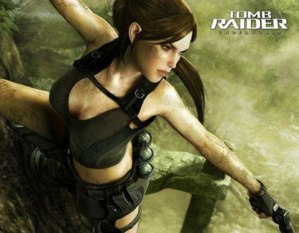 Обои Лара Крофт / Tomb Raider с пистолетом повисла на дереве (underworld)