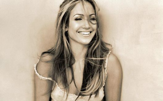 Обои Улыбающаяся певица Jennifer Lopez / Дженнифер Лопез