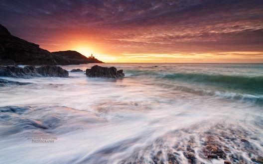 Обои Залив Брейслит, город Суонси, Уэльс, Великобритания / Breyslit, Swansee, Wales, Great Britain, работа художника Михаэля Брайтунга / Michael Breitung