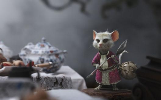 Обои Мышонок Соня из фильма Тима Бертона / Tim Burton Алиса в стране чудес / Alice in Wonderland, держит в лапках чайную ложку