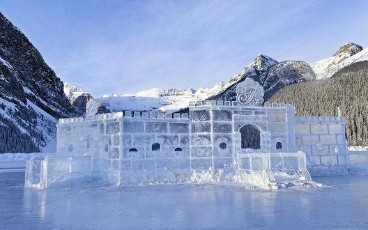 Обои Ледяной замок зимой, озеро Луиз, Национальный парк Банф, провинция Альберта, Канада / Lake Louise, National park Banf, Alberta, Canada