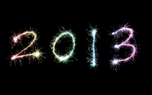 Обои Огненные цифры Нового 2013 года на черном фоне