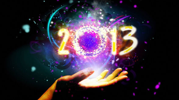 Обои Новый 2013 год, над женской рукой парят в воздухе цифры 2013