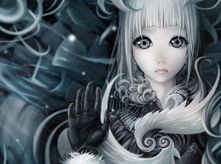 Обои Грустная девушка с большими кукольными глазами и пепельными волосами приложила руку к экрану