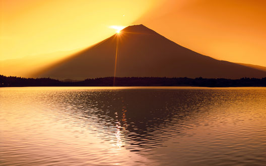 Обои Гора Фудзи и озеро Тануки, Япония / Fuji and Tanuki, Japan на рассвете