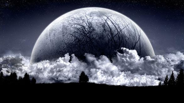 Обои Волосатая луна катится на землю