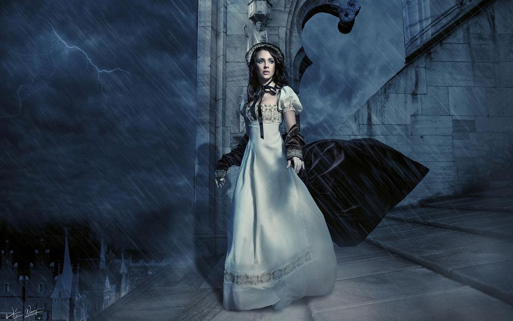 Девушка в белом платье в крови