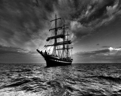Обои Парусное судно в море