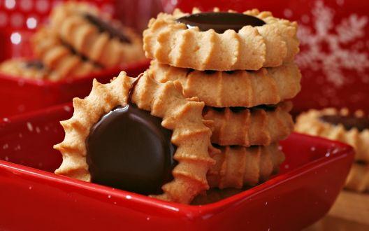 Обои Печенье с шоколадом в красной миске