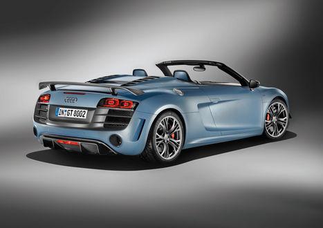 Обои Audi R8 / Ауди Р8 небесно-голубого цвета