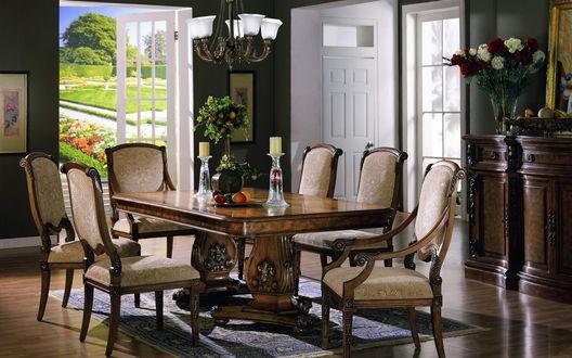 Обои Просторная гостиная в классическом стиле с резной деревянной мебелью и выходом в сад