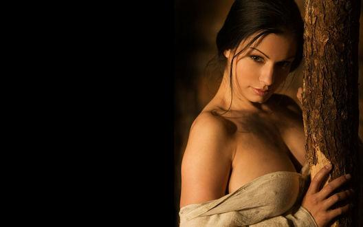 на чёрном фоне девушки красавицы фото