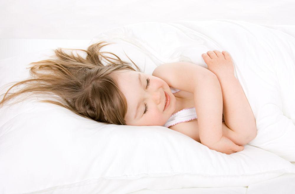 эро фото девочки на кровати