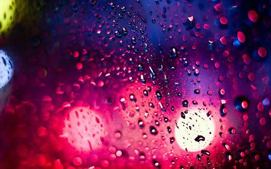 Обои Капли воды на стекле