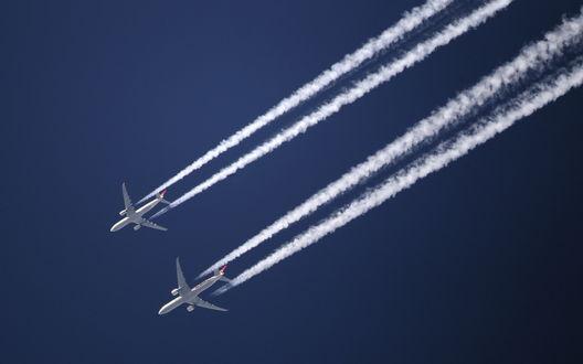 Обои Два самолета в небе
