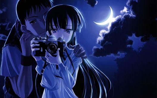 Обои Анимешные парень и девушка ночью при свете луны, девушка держит в руках фотоаппарат (Neko)