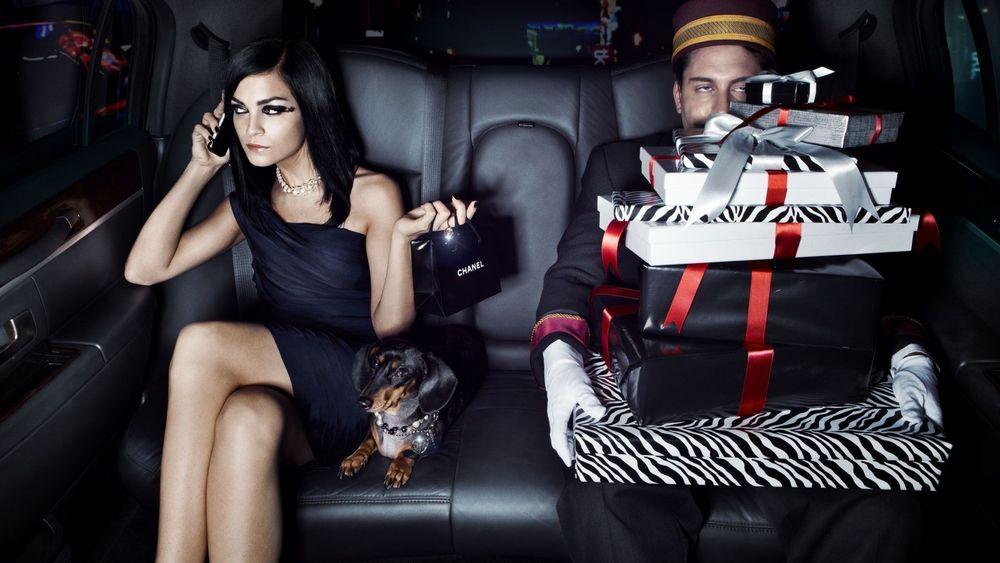 Эро фото девушки в лимузине, проснулась от кунилингуса видео