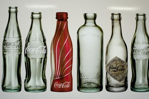 Обои Разновидности бутылок из под Кока Колы