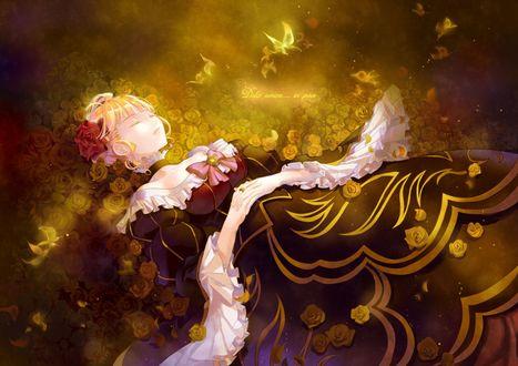 Обои Беатриче / Beatrice из аниме 'Когда плачут чайки' / 'Umineko no Naku Koro ni' лежит в розах, над ней порхают бабочки (Dolce amore... in pace / Сладкая любовь... в мире)