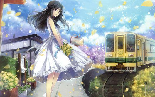 Обои Девушка с букетом цветов в руках стоит на платформе в ожидании поезда