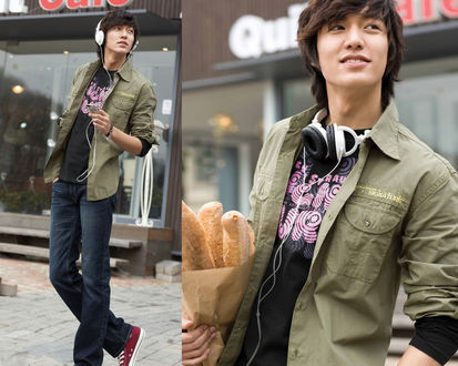 Обои Южнокорейский актер Ли Мин Хо / Lee Min Ho на улице города с наушниками