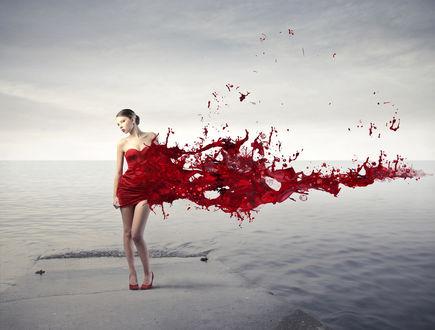 Обои Девушка в платье из красной краски стоит на бетонной плите, заливаемой водой