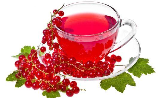 Обои Напиток из красной смородины в прозрачной стеклянной кружке