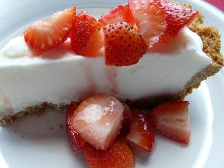 Обои Чизкейк / Cheesecake с кусочками клубники