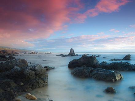 Обои Морской каменистый берег