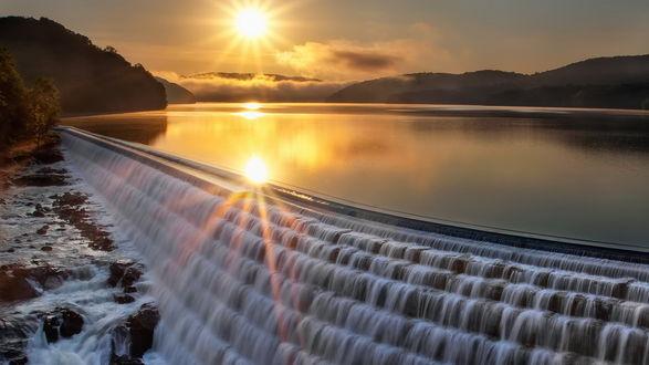 Обои Платина на озере на закате солнца