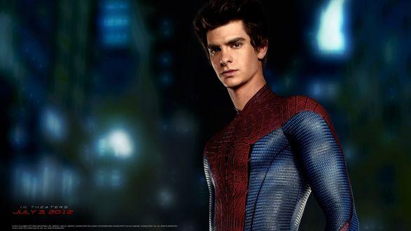 Обои Эндрю Гарфилд / Andrew Garfield на постере к фильму Новый Человек-паук / Amazing Spider Man