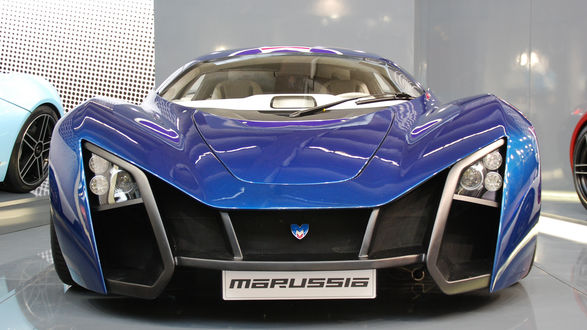 Обои Синий автомобиль Marussia B1 / Маруся Б1 в автосалоне