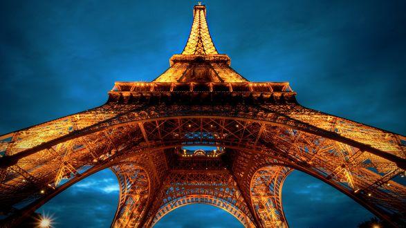 Обои Tour Eiffel / Эйфелева башня на фоне неба, Париж, Франция / Paris, France