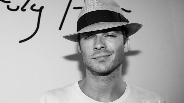 Обои Актер Йен Сомерхолдер / Ian Somerhalder в шляпе мило улыбается