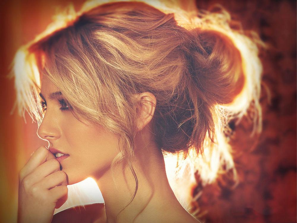 Девушка с собранными волосами фото