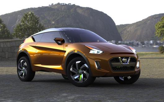 Обои Золотистое авто Nissan Extrem Concept / Ниссан Экстрим Концепт стоит на фоне гор и неба