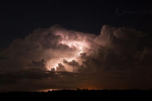 Обои Молния сверкает в туче ночью