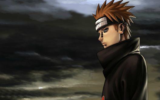 Обои Pain / Пейн из аниме Naruto / Наруто стоит на фоне мрачного неба