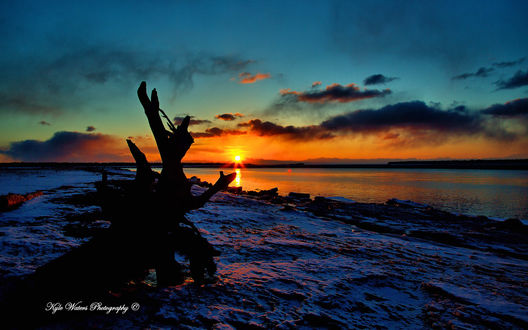 Обои Закат на реке Кенай / Kenai во время весеннего ледохода, полуостров Кенай, Аляска / Kenai, Alaska, фотограф Кайл Уотерс / Kyle Waters
