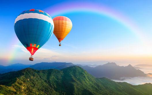 Обои Воздушные шары в небе на фоне радуги
