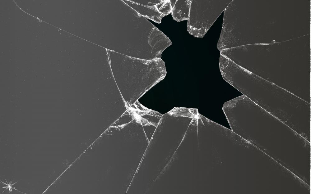 странице картинка разбитое черное стекло многие сих
