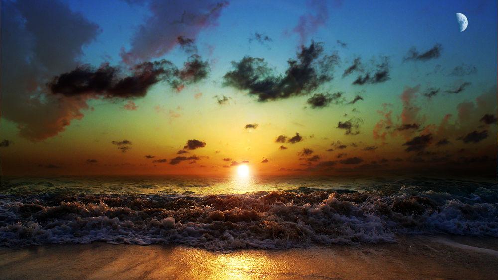 Обои для рабочего стола Закат солнца за морем и восход луны