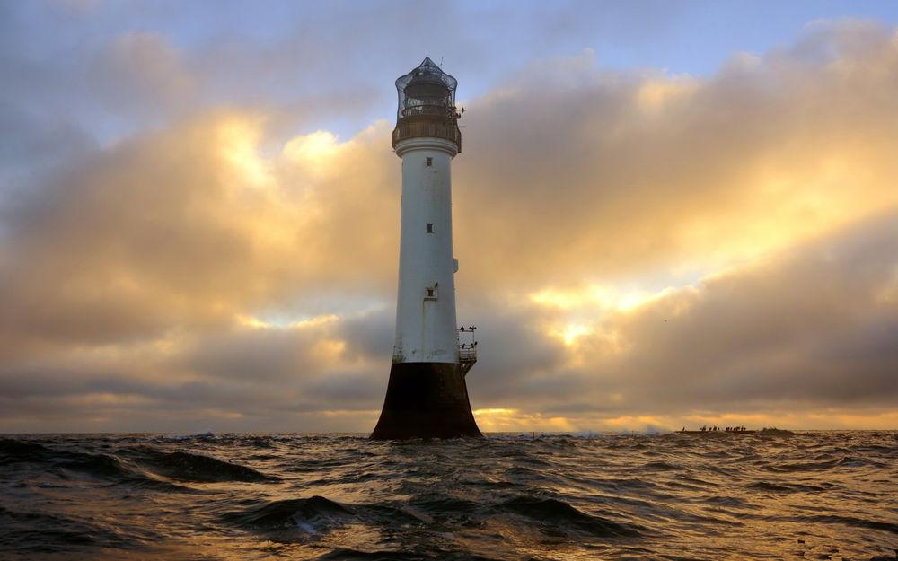 маяк в океане фото желании можно разбавить