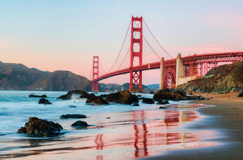 Обои Мост Золотые ворота / Golden Gate Bridge на фоне гор и неба, Сан-Франциско, Калифорния, США / San Francisco, California, USA