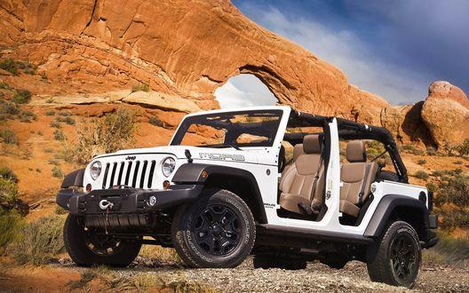 Обои Автомобиль Jeep Wrangler Moab / Джин Вранглер Моаб белого цвета на фоне горного массива
